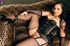 Женщина в корсете занимается сексом фото 799-439